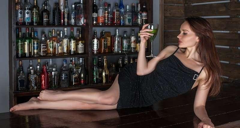 15. Алкоголь не уменьшает возраст девушек открытие, ученые