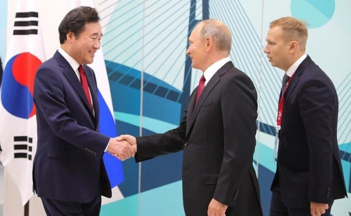 Встреча Владимира Путина спремьер-министром Республики КореяЛи Нак Ёном