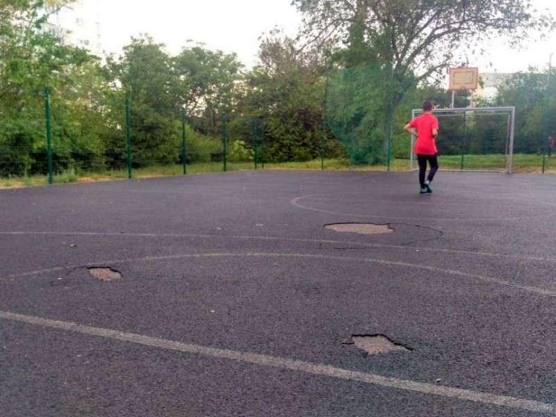 В Севастополе чиновники закрывают от детей новые спортплощадки – бутафорские декорации