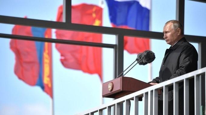 Владимир Путин выступил на полевом смотре войск манёвров «Восток-2018»