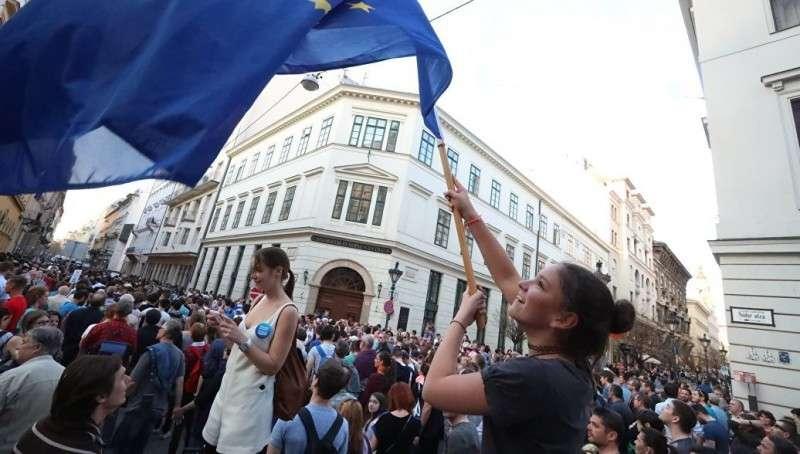 ЕС репрессирует целую страну из-за принципиальной позиции по мигрантам
