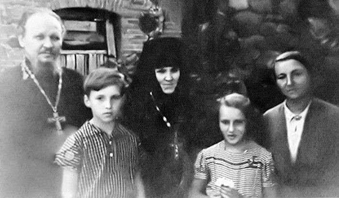 Патриарх Кирилл (Гундяев). Путь от табачного владыки до главы РПЦ