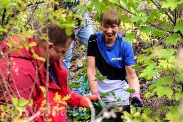 Президент Эстонии попиарилась вместе с мусором на Украине | Русская весна
