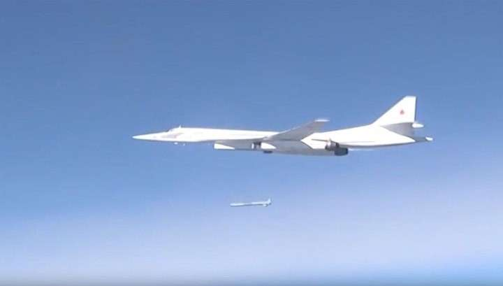 Стратегические ракетоносцы Ту-160 пролетели через Северный полюс и выполнили боевую задачу