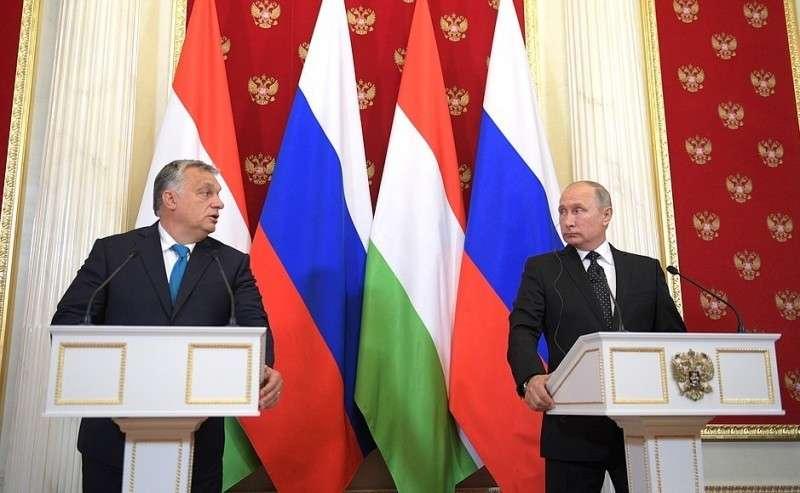 СПремьер-министром Венгрии Виктором Орбаном напресс-конференции поитогам российско-венгерских переговоров.