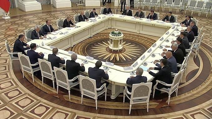 Владимир Путин встретился с избранными главами регионов России