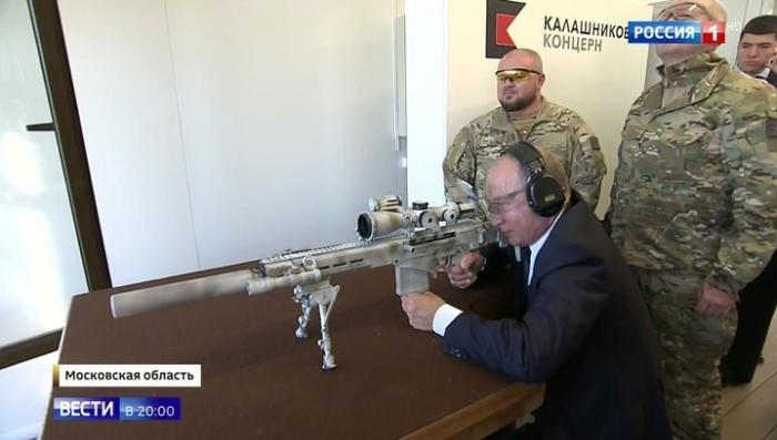 Путин посетил экспозицию концерна «Калашников» и поставил оружейникам конкретную задачу