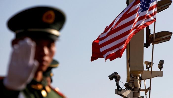 Китай начал избавятся от долговых облигаций США