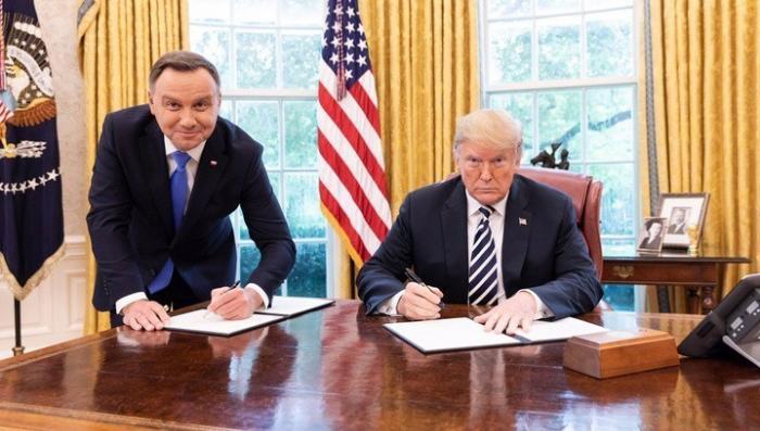 Скандальное фото Дуды и Трампа привело к увольнению сотрудника телеканала Белсата