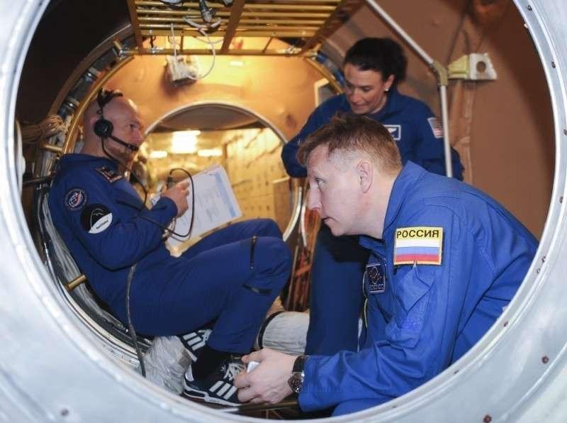 Зачем женщина-астронавт из США просверлила отверстие в МКС