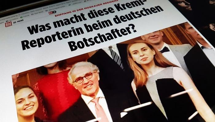 Инфовойна: сексуальную «Русскую шпионку» в посольстве Германии разоблачили по фотографии