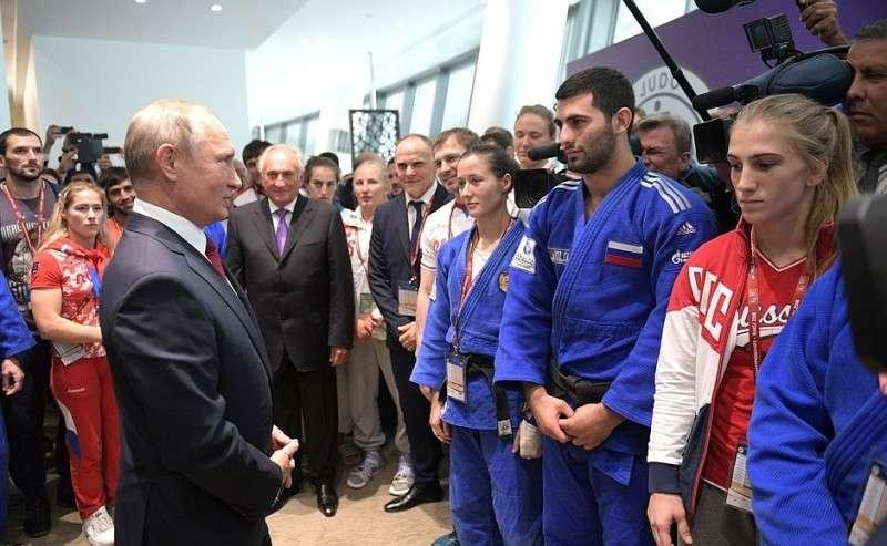 Счленами сборной России подзюдо.