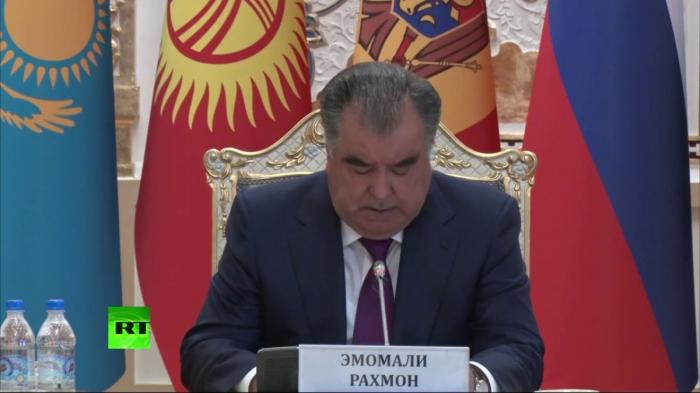 Владимир Путин принимает участие в заседании Совета глав государств СНГ
