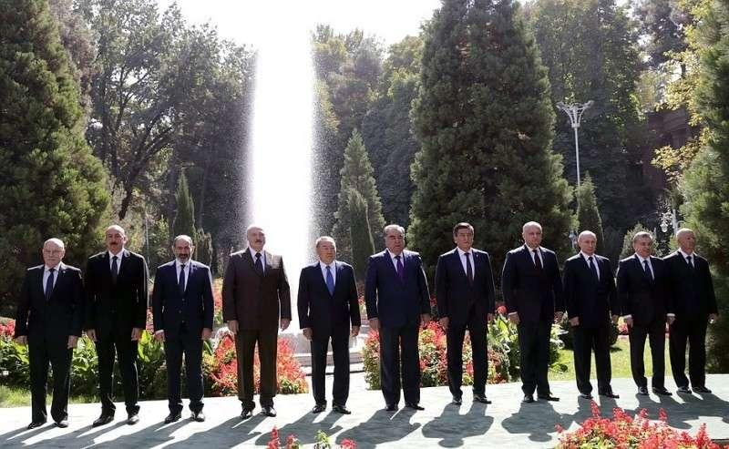 Участники заседания Совета глав государств СНГ.