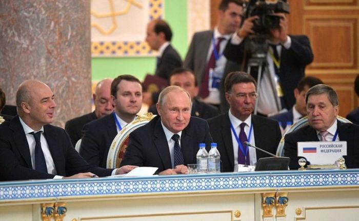 Владимир Путин принял участие в заседании Совета глав СНГ в Душанбе
