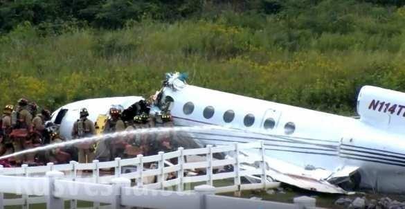 Американский самолёт развалился пополампри посадке