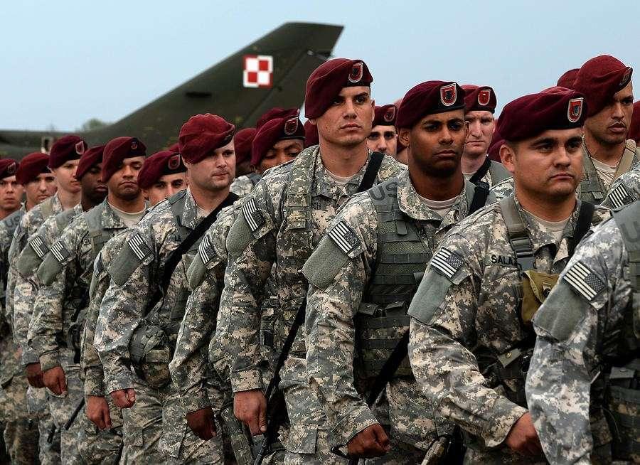 Польша разыгрывает российскую карту перед Западом, чтобы бесплатно получать оружие