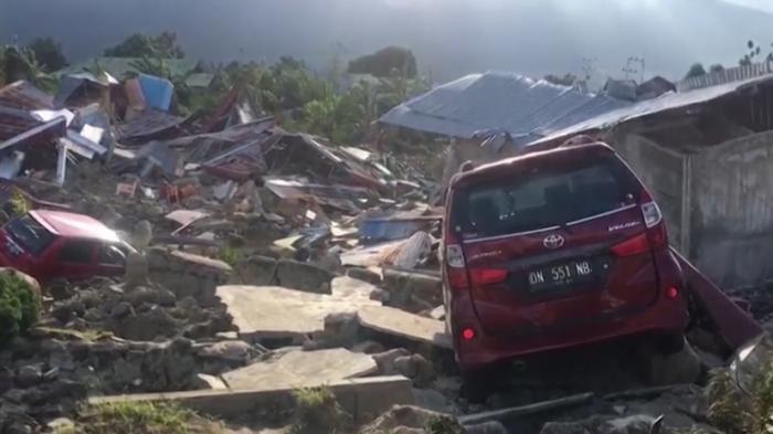 Индонезия не справляется с последствиями землетрясения, погибло более 1200 человек