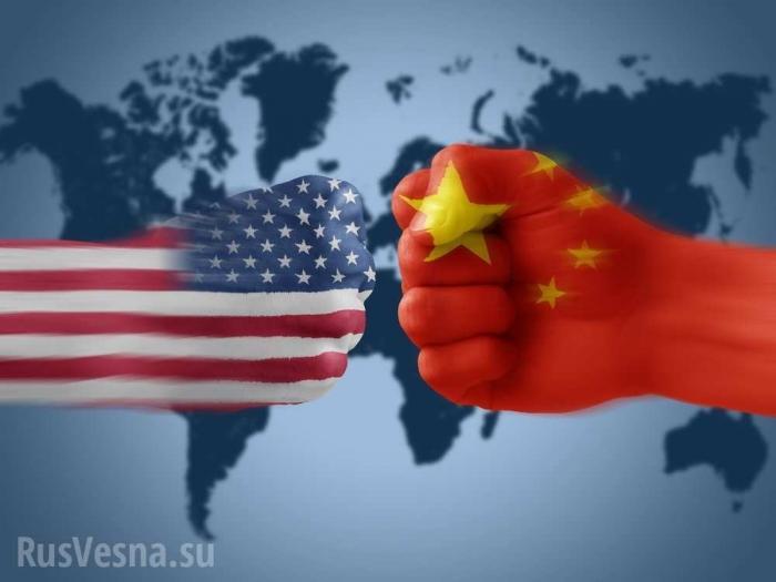 Китайский корабль «атаковал» эсминец ВМС США