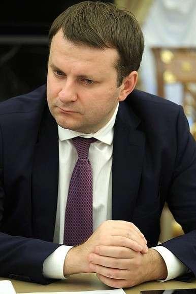 Министр экономического развития Максим Орешкин наВладимир Путин на совещании с членами Правительства обсудил федеральный бюджет на 2019 годании счленами Правительства.