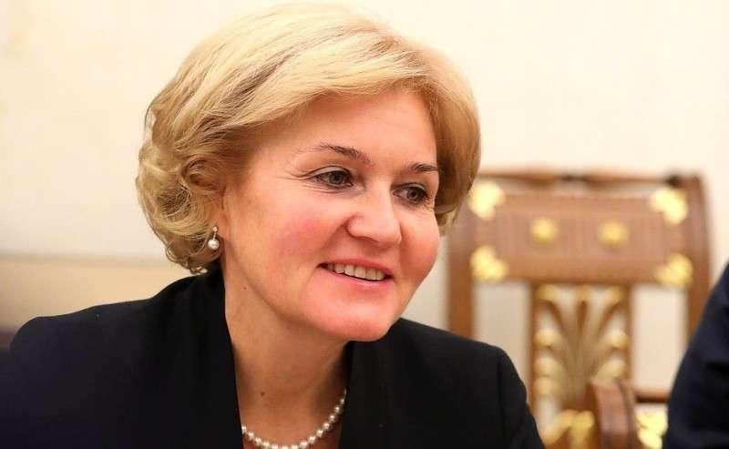 Заместитель Председателя Правительства Ольга Голодец перед началом Владимир Путин на совещании с членами Правительства обсудил федеральный бюджет на 2019 годания счленами Правительства.