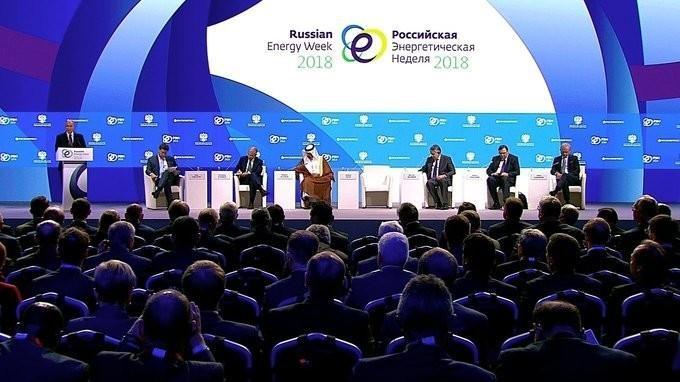 Владимир Путин выступил на Международном форуме «Российская энергетическая неделя»