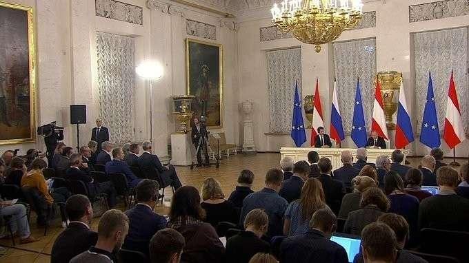 Пресс-конференция поитогам переговоров сФедеральным канцлером Австрии Себастианом Курцем