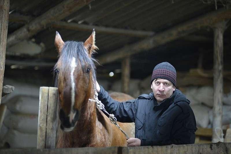 Сын Денисенко, Юрий, никуда из родного села уезжать не собирается Фото: Дмитрий СТЕШИН