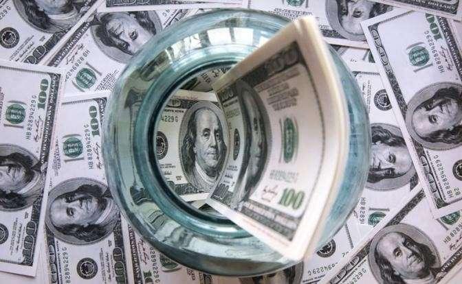 Дедолларизация. Бегство капиталов из российских госбанков продолжается