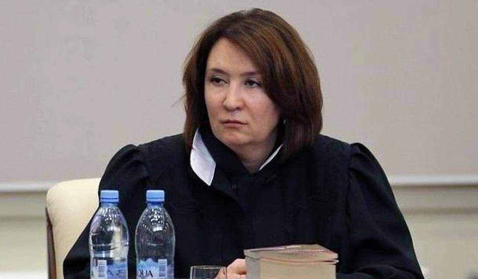 Самозванка и ветеринар Хахалева дискредитирует судебную систему России