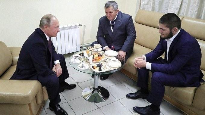 Владимир Путин встретился с российским борцом, чемпионом UFC Хабибом Нурмагомедовым