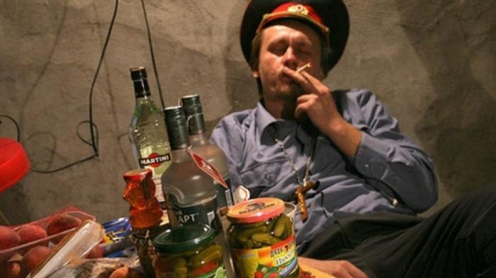Суд оправдает пьянство полицейского начальника на рабочем месте?