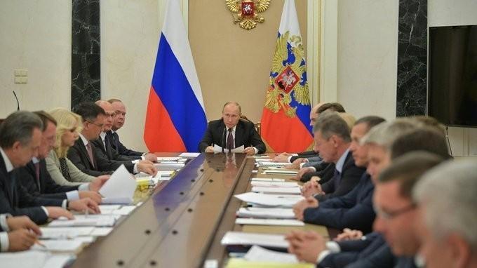 Владимир Путин провёл совещание с членами Правительства 11.10.2018