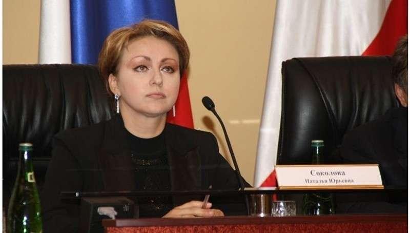 Министр Наталья Соколова, готовая прожить на 3,5 тысячи рублей, оказалась миллионершей