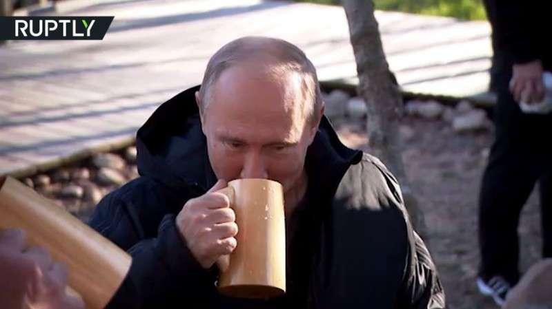 Лукашенко отвёз Владимира Путина на свою малую родину