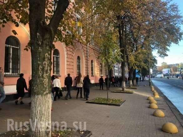 На молебен за автокефалию Порошенко свозят автобусами и за деньги | Русская весна