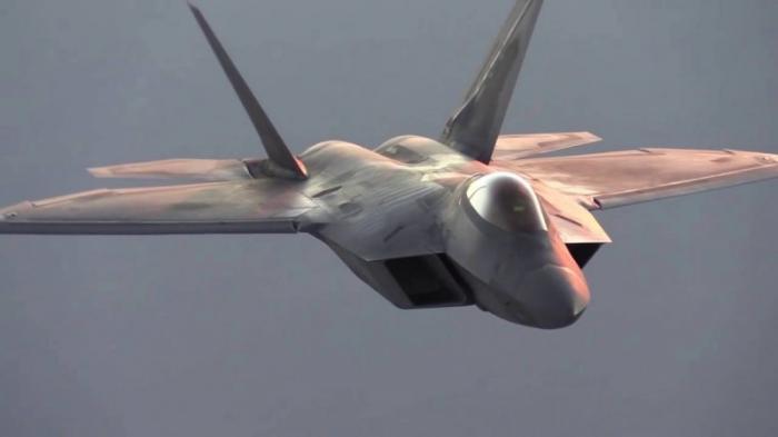 США потеряли 17 истребителей F-22 Raptor не из-за урагана «Майкл»