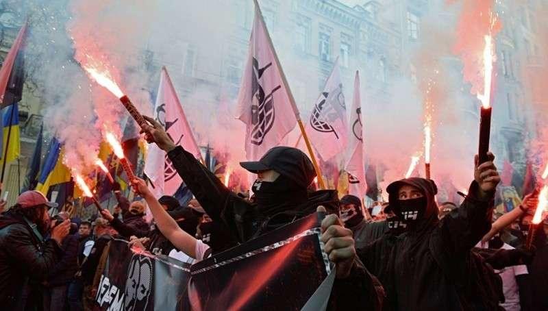 Факельный марш майдаунов готовится идти на Берлин