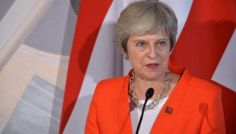 Тереза Мей покинула саммит ЕС по Brexit в угрюмом молчании