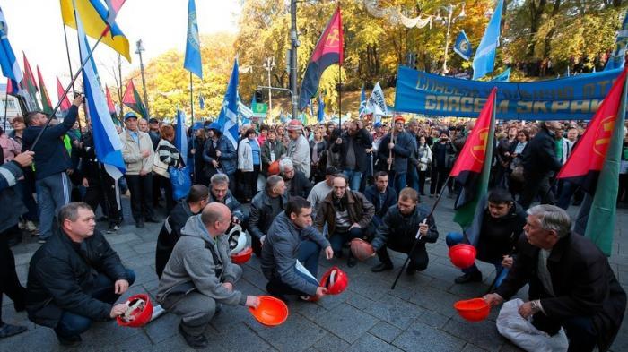 В Киеве проходит многотысячный митинг против бедности