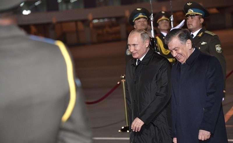 Владимир Путин прибыл вТашкент. СПрезидентом Узбекистана Шавкатом Мирзиёевым.