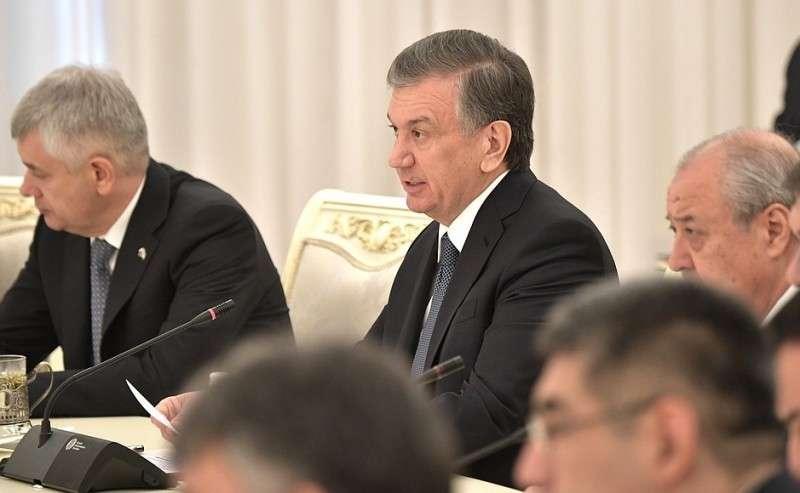 Президент Узбекистана Шавкат Мирзиёев вовремя российско-узбекистанских переговоров врасширенном составе.