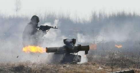 ДНР. ВСУ из ПТУРов прицельно расстреливают жилые дома Коминтерново