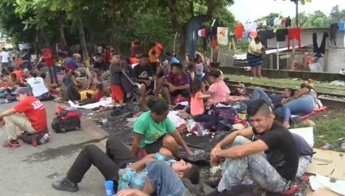 Дональд Трамп продолжает набирать популярность на теме мигрантов
