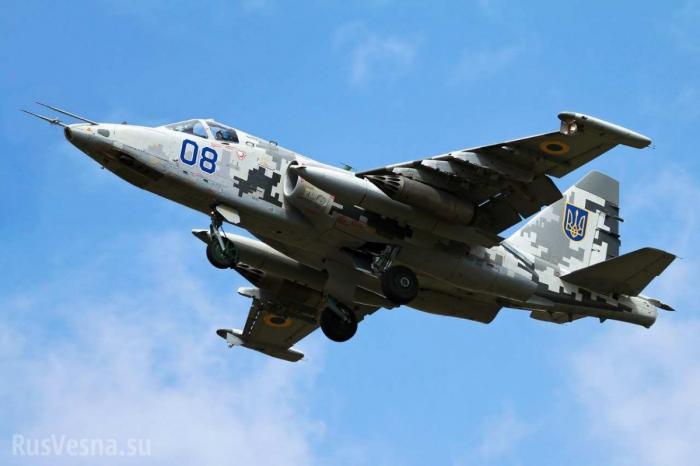 Су-25 ВВС Украины пролетели на сверхмалой высоте и не развалились