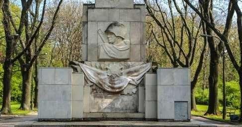 В Польше сносят памятник Благодарности Красной армии в Скарышевском парке Варшавы