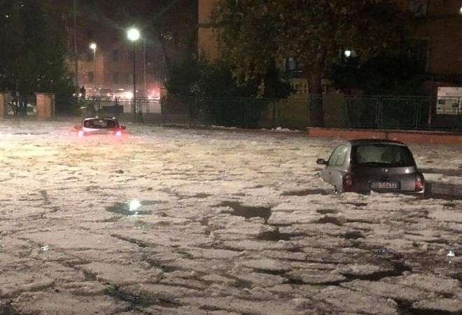 На Италию обрушился снежный шторм и град