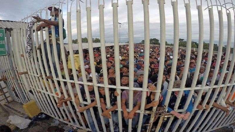 Караван беженцев из Гондураса в США. Пропустить нельзя расстрелять