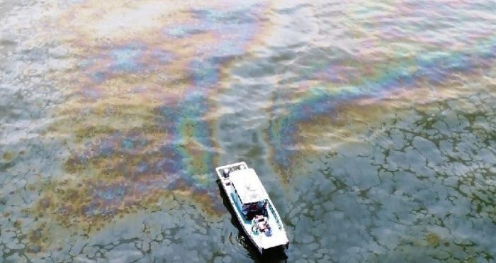 В Мексиканский залив уже 14 лет непрерывно хлещет нефть из скважины