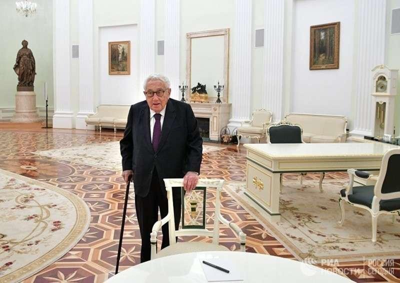Тайный план Киссинджера – превратить Россию в майданокраину